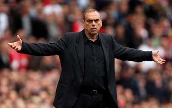 LONDON, ENGLAND - OCTOBER 30:  Manager Avram Grant of West Ham shouts instructions from the touchline during the Barclays Premier League match between Arsenal and West Ham United at Emirates Stadium on October 30, 2010 in London, England.  (Photo by Clive