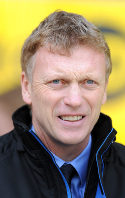 BLACKPOOL, ENGLAND - NOVEMBER 06:  Everton manager David Moyes looks on during the Barclays Premier League match between Blackpool and Everton at Bloomfield Road on November 6, 2010 in Blackpool, England.  (Photo by Chris Brunskill/Getty Images)
