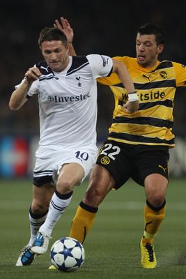 BERNE, SWITZERLAND - AUGUST 17:  Robbie Keane (l) of Tottenham takes on Xavier Hochstrasser during the UEFA Champions League Play-Off first leg match between BSC Young Boys and Tottenham Hotspur at the Stade de Suisse on August 17, 2010 in Berne, Switzerl
