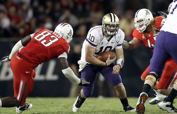 TUCSON, AZ - OCTOBER 23:  Quarterback Jake Locker #10 of the Washington Huskies runs with the football during the college football game against the Arizona Wildcats at Arizona Stadium on October 23, 2010 in Tucson, Arizona. The Wildcats defeated the Huski