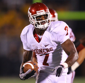 COLUMBIA, MISSOURI - OCTOBER 23: DeMarco Murray #7 of the Oklahoma Sooners carries the ball against the Missouri Tigers at Faurot Field/Memorial Stadium on October 23, 2010 in Columbia, Missouri.  (Photo by Dilip Vishwanat/Getty Images)
