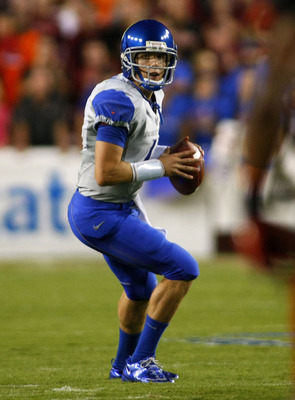 LANDOVER, MD - SEPTEMBER 06:  Quarterback Kellen Moore #11 of the Boise State Broncos prepares to pass against the Virginia Tech Hokies at FedExField on September 6, 2010 in Landover, Maryland.  (Photo by Geoff Burke/Getty Images)