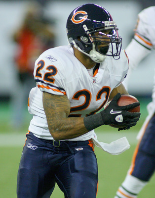 TORONTO, ON - NOVEMBER 07:  Matt Forte #22 of the Chicago Bears runs against the Buffalo Bills  at Rogers Centre on November 7, 2010 in Toronto, Canada. Chicago won 22-19.  (Photo by Rick Stewart/Getty Images)