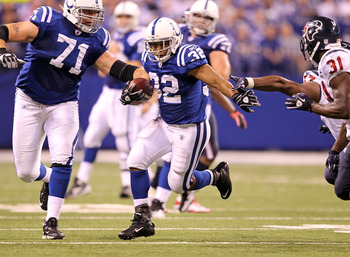 INDIANAPOLIS - NOVEMBER 01:  Mike Hart #32 of Indianapolis Colts runs with the ball during  the NFL game against the Houston Texans  at Lucas Oil Stadium on November 1, 2010 in Indianapolis, Indiana.  (Photo by Andy Lyons/Getty Images)
