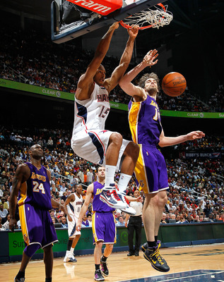 ATLANTA - MARCH 31:  Al Horford #15 of the Atlanta Hawks dunks against Pau Gasol #16 of the Los Angeles Lakers at Philips Arena on March 31, 2010 in Atlanta, Georgia.  NOTE TO USER: User expressly acknowledges and agrees that, by downloading and/or using