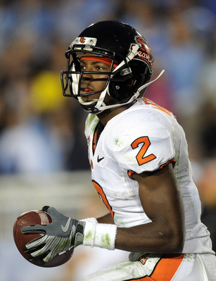 PASADENA, CA - NOVEMBER 06:  Markus Wheaton #2 of the Oregon State Beavers looks to run after a catch against the UCLA Bruins at the Rose Bowl on November 6, 2010 in Pasadena, California.  (Photo by Harry How/Getty Images)