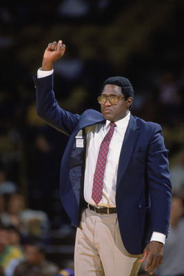 LOS ANGELES - 1988:  Head Coach Willis Reed of the New Jersey Nets calls a play during the NBA game against the Los Angeles Lakers at the Great Western Forum in Los Angeles, California in 1988. NOTE TO USER: User expressly acknowledges and agrees that, by
