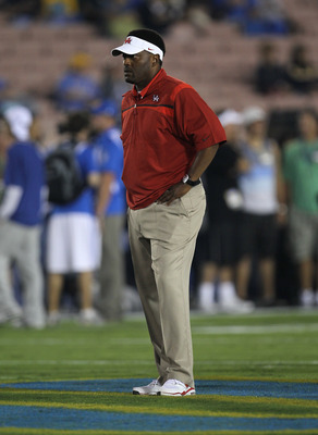 PASADENA, CA - SEPTEMBER 18:  Head coach Kevin Sumlin of the Houston Cougars during warmups for the game with the UCLA Bruins at the Rose Bowl on September 18, 2010 in Pasadena, California.  (Photo by Stephen Dunn/Getty Images)