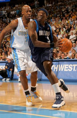 DENVER - MAY 13:  Josh Howard #5 of the Dallas Mavericks drives to the basket against Chauncey Billups #7 of the Denver Nuggets in Game Five of the Western Conference Semifinals during the 2009 NBA Playoffs at Pepsi Center on May 13, 2009 in Denver, Color