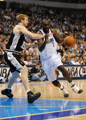 DALLAS - NOVEMBER 18:  Tim Thomas #7 of the Dallas Mavericks drives down the lane against Matt Bonner #15 of the San Antonio Spurs during the game at American Airlines Center on November 18, 2009 in Dallas, Texas. NOTE TO USER: User expressly acknowledges