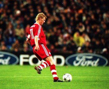 1 May 2001 :  Steffan Effenberg of Bayern Munich in action during the UEFA Champions League semi-final 1st leg, against Real Madrid at the Bernabeu, Madrid. Credit :  Stu Forster/Allsport. Mandatory Credit: Stu Forster/ALLSPORT