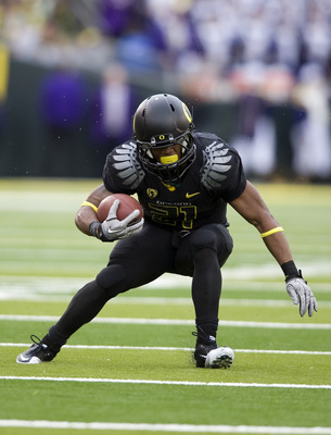 EUGENE, OR - NOVEMBER 06: Running back LaMichael James #21 of the Oregon Ducks runs with the ball in the third quarter of the game against the Washington Huskies at Autzen Stadium on November 6, 2010 in Eugene, Oregon. The Ducks won the game 53-16. (Photo