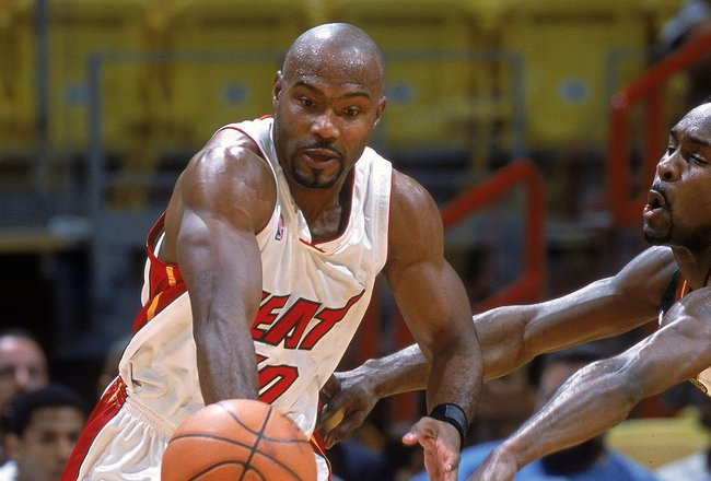8 Nov 2000: Tim Hardaway #10 of the Miami Heat dribbles the ball down the court during the game against the Seattle SuperSonics at the American Airlines Arena in Miami, Florida.  The Heat defeated the SuperSonice 87-81.     NOTE TO USER: It is expressly u