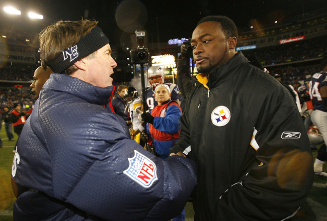 FOXBORO, MA - DECEMBER 9:  Coach Bill Belichick of the New England Patriots shakes hands with Coach Mike Tomlin of the Pittsburgh Steelers at Gillette Stadium December 9, 2007 in Foxboro, Massachusetts. The Patriots won 34-13.  (Photo by Jim Rogash/Getty