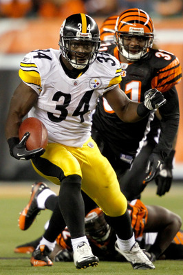 CINCINNATI - NOVEMBER 08:  Rashard Mendenhall #34 of the Pittsburgh Steelers  carries the ball against the Cincinnati Bengals at Paul Brown Stadium on November 8, 2010 in Cincinnati, Ohio.  (Photo by Matthew Stockman/Getty Images)