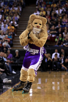 SACRAMENTO, CA - NOVEMBER 03:  The Sacramento Kings' mascot Slamson performs during the Los Angeles Lakers game against the Sacramento Kings at ARCO Arena on November 3, 2010 in Sacramento, California.  NOTE TO USER: User expressly acknowledges and agrees
