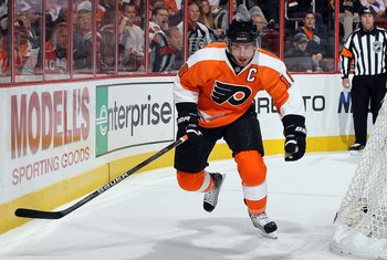 PHILADELPHIA - OCTOBER 26:  Mike Richards #18 of the Philadelphia Flyers skates against the Buffalo Sabres on October 26, 2010 at Wells Fargo Center in Philadelphia, Pennsylvania. The Flyers defeated the Sabres 6-3.  (Photo by Jim McIsaac/Getty Images)