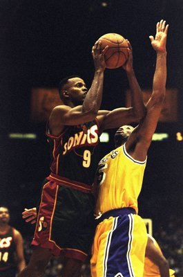 8 May 1998:  Dale Ellis of the Seattle Supersonics jumps for a shot in a match between the Seattle Supersonics v Los Angeles Lakers in the NBA League played at the Great Western Forum, Inglewood, California, USA. Lakers won the match 119-103. \ MandatoryC