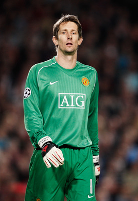 BARCELONA, SPAIN - APRIL 23:  Edwin Van Der Saar the Manchester United goalkeeper during the UEFA Champions League Semi-Final, first leg match between Barcelona and Manchester United at the Camp Nou stadium on April 23, 2008 in Barcelona, Spain.  (Photo b