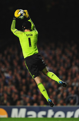 LONDON, ENGLAND - SEPTEMBER 28:  Peter Cech of Chelsea in action during the UEFA Champions League Group F match between Chelsea and Marseille at Stamford Bridge on September 28, 2010 in London, England.  (Photo by Mike Hewitt/Getty Images)