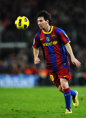 BARCELONA, SPAIN - NOVEMBER 13:  Lionel Messi of Barcelona controls the ball during the La Liga match between Barcelona and Villarreal CF at Camp Nou Stadium on November 13, 2010 in Barcelona, Spain. Barcelona won the match 3-1.  (Photo by David Ramos/Get