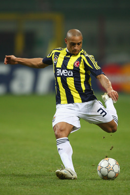 MILAN, ITALY - NOVEMBER 27:  Roberto Carlos of Fenerbahce during the UEFA Champions League Group G match between Inter Milan and Fenerbahce at the San Siro stadium on November 27, 2007 in Milan,Italy.  (Photo by Michael Steele/Getty Images)