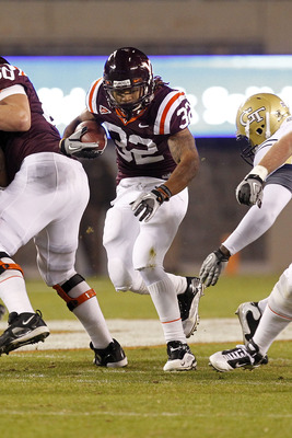 BLACKSBURG, VA - NOVEMBER 04: Running back Darren Evans #32 of the Virginia Tech Hokies runs with the ball against the Georgia Tech Yellow Jackets at Lane Stadium on November 4, 2010 in Blacksburg, Virginia.  (Photo by Geoff Burke/Getty Images)