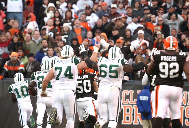CLEVELAND - NOVEMBER 14:  Wide receiver Santonio Holmes #10 of the New York Jets scores a touchdown in overtime against the Cleveland Browns at Cleveland Browns Stadium on November 14, 2010 in Cleveland, Ohio.  (Photo by Matt Sullivan/Getty Images)