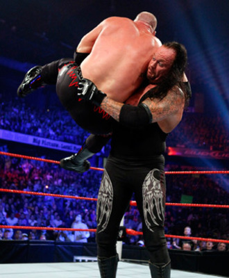 Undertaker chokeslams Kane, photo copyright to WWE.com