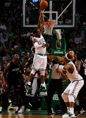 BOSTON, MA - OCTOBER 26: Eddie House #55 of the Miami Heat attempts to stop Rajon Rondo #9 of the Boston Celtics at the TD Banknorth Garden on October 26, 2010 in Boston, Massachusetts. NOTE TO USER: User expressly acknowledges and agrees that, by downloa