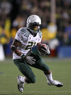 BERKELEY, CA - NOVEMBER 13:  LaMichael James #21 of the Oregon Ducks runs with the ball against the California Golden Bears at California Memorial Stadium on November 13, 2010 in Berkeley, California.  (Photo by Ezra Shaw/Getty Images)