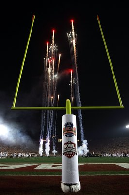 PASADENA, CA - JANUARY 07:  Fireworks explode prior to the Citi BCS National Championship game between the Texas Longhorns and the Alabama Crimson Tide at the Rose Bowl on January 7, 2010 in Pasadena, California.  (Photo by Stephen Dunn/Getty Images)