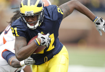 ANN ARBOR, MI - NOVEMBER 06:  Junior Hemingway #21 of the Michigan Wolverines runs for a second quarter touchdown after escaping the tackle of Terry Hawthorne #1 of the Illinios Fighting Illini after a second quarter reception at Michigan Stadium on Novem
