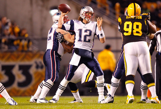 PITTSBURGH - NOVEMBER 14:  Tom Brady #12 of the New England Patriots throws the ball during the game against the Pittsburgh Steelers on November 14, 2010 at Heinz Field in Pittsburgh, Pennsylvania.  (Photo by Jared Wickerham/Getty Images)