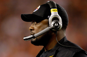 CINCINNATI - NOVEMBER 08:  Head coach Mike Tomlin of the Pittsburgh Steelers on the sidelines against the Cincinnati Bengals at Paul Brown Stadium on November 8, 2010 in Cincinnati, Ohio.  (Photo by Matthew Stockman/Getty Images)