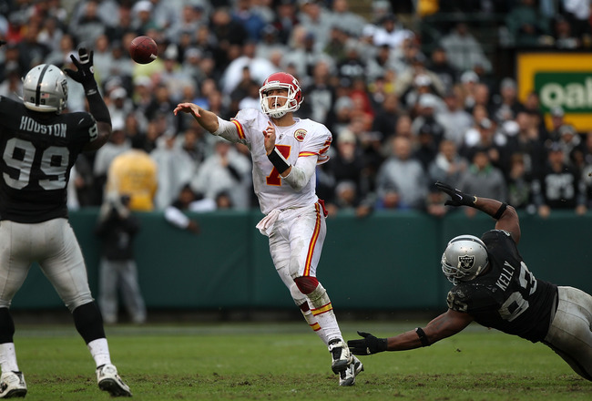 OAKLAND, CA - NOVEMBER 07:  Matt Cassel #7 of the Kansas City Chiefs passes against the Oakland Raiders during an NFL game at Oakland-Alameda County Coliseum on November 7, 2010 in Oakland, California.  (Photo by Jed Jacobsohn/Getty Images)