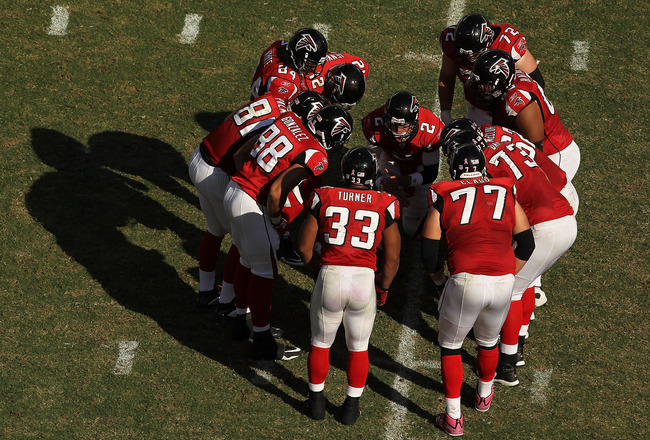 PHILADELPHIA - OCTOBER 17:   The Atlanta Falcons huddle against  the Philadelphia Eaglesduring their game at Lincoln Financial Field on October 17, 2010 in Philadelphia, Pennsylvania.  (Photo by Al Bello/Getty Images)