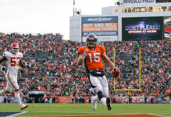 DENVER - NOVEMBER 14:  Quarterback Tim Tebow #15 of the Denver Broncos scores on a 1-yard touchdown run as linebacker Demorrio Williams #53 of the Kansas City Chiefs gives chase during the second quarter at INVESCO Field at Mile High on November 14, 2010