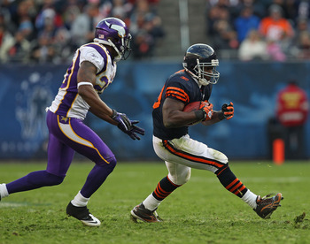 CHICAGO - NOVEMBER 14: Chester Taylor #29 of the Chicago Bears runs pursued by Madieu Williams #20 of the Minnesota Vikings at Soldier Field on November 14, 2010 in Chicago, Illinois. The Bears defeated the Vikings 27-13. (Photo by Jonathan Daniel/Getty I