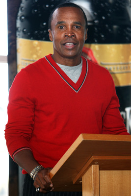 HAMILTON, NEW ZEALAND - SEPTEMBER 03:  Sugar Ray Leonard addresses the audience during a Q&A session at SKYCITY on September 3, 2009 in Hamilton, New Zealand.  (Photo by Sandra Mu/Getty Images)