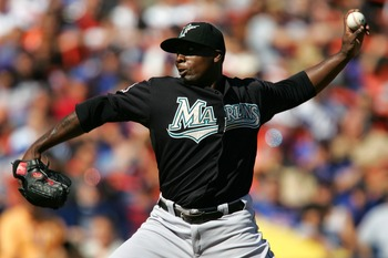 NEW YORK - SEPTEMBER 30:  Dontrelle Willis #35 of the Florida Marlins pitches to the New York Mets during the MLB game at Shea Stadium September 30, 2007 in the Flushing neighborhood of the Queens borough of New York City.  (Photo by Chris Trotman/Getty I