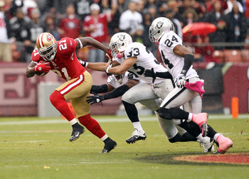 Frank Gore running away from three Oakland defenders