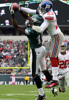 PHILADELPHIA - NOVEMBER 01:  Jeremy Maclin #18 of the Philadelphia Eagles makes a catch for a second quarter touchdown against Corey Webster #23 of the New York Giants on November 1, 2009 at Lincoln Financial Field in Philadelphia, Pennsylvania.  (Photo b