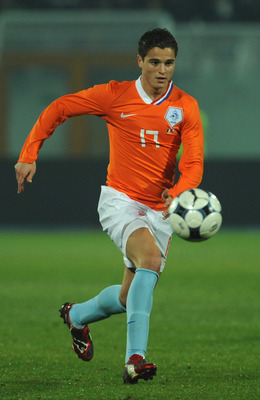 PESCARA, ITALY - NOVEMBER 14:  Ibrahim Afellay of Holland in action during the international friendly match between Italy and Holland at Adriatico Stadium on November 14, 2009 in Pescara, Italy.  (Photo by Valerio Pennicino/Getty Images)