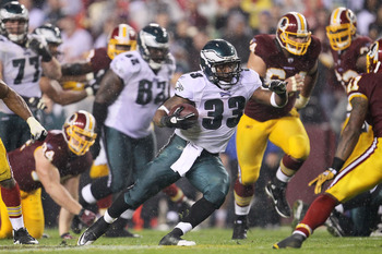 LANDOVER, MD - NOVEMBER 15: Jerome Harrison #33 of the Philadelphia Eagles makes a break against  the Washington Redskins on November 15, 2010 at FedExField in Landover, Maryland.  (Photo by Chris McGrath/Getty Images)