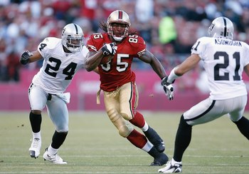 SAN FRANCISCO - AUGUST 18:  Tight end Vernon Davis #85 of the San Francisco 49ers looks for room during a preseason game against the Oakland Raiders on August 18, 2007 at Monster Park in San Francisco, California.  (Photo by Greg Trott/Getty Images)
