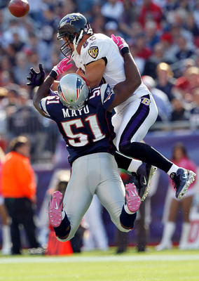 FOXBORO, MA - OCTOBER 17:  Jerod Mayo #51 of the New England Patriots collides with Todd Heap #86 of the Baltimore Ravens at Gillette Stadium on October 17, 2010 in Foxboro, Massachusetts. (Photo by Jim Rogash/Getty Images)
