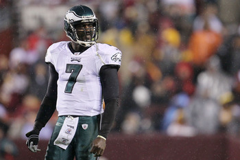 LANDOVER, MD - NOVEMBER 15:  Michael Vick #7 of the Philadelphia Eagles waits for instructions against  the Washington Redskins on November 15, 2010 at FedExField in Landover, Maryland.  (Photo by Chris McGrath/Getty Images)