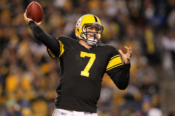 PITTSBURGH - NOVEMBER 14:  Ben Roethlisberger #7 of the Pittsburgh Steelers throws a pass against the New England Patriots on November 14, 2010 at Heinz Field in Pittsburgh, Pennsylvania.  (Photo by Chris McGrath/Getty Images)