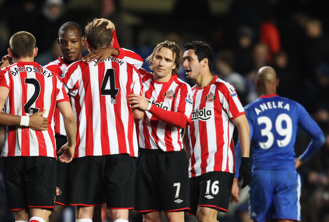 LONDON, ENGLAND - NOVEMBER 14:  Sunderland players celebrate victory after the Barclays Premier League match between Chelsea and Sunderland at Stamford Bridge on November 14, 2010 in London, England.  (Photo by Scott Heavey/Getty Images)